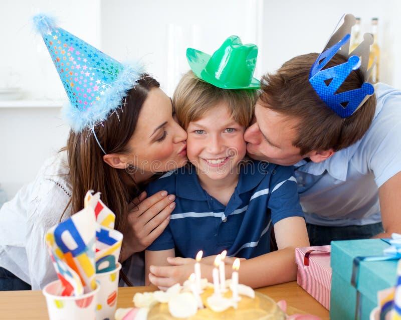 Nahaufnahme der feiernden Muttergesellschaft lizenzfreie stockbilder
