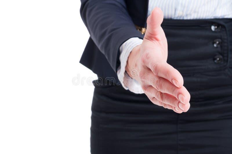 Nahaufnahme der Geschäftsfrau-Handerschütterungsgeste lizenzfreie stockfotografie