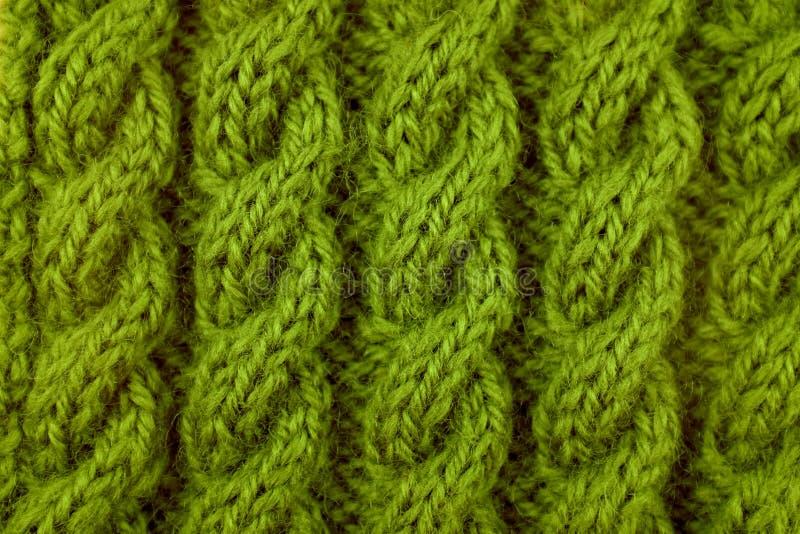 Nahaufnahme der grünen Kabelstrickmasche stockfotografie