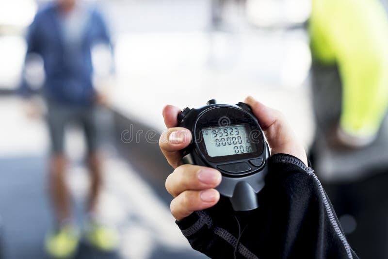 Nahaufnahme der Hand Stoppuhr halten stockfoto