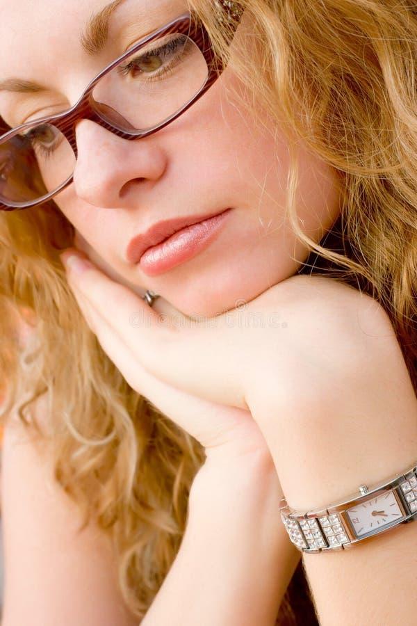 Nahaufnahme der jungen schönen gesunden Frau lizenzfreies stockfoto
