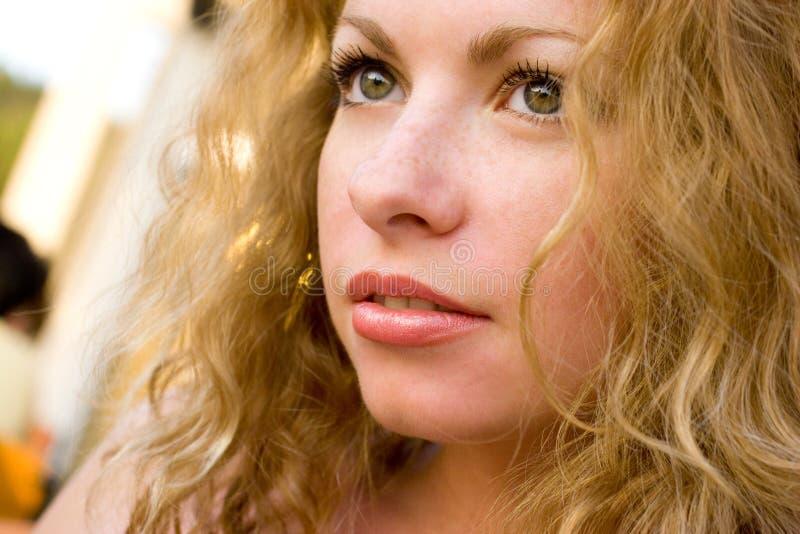 Nahaufnahme der jungen schönen gesunden Frau stockfoto