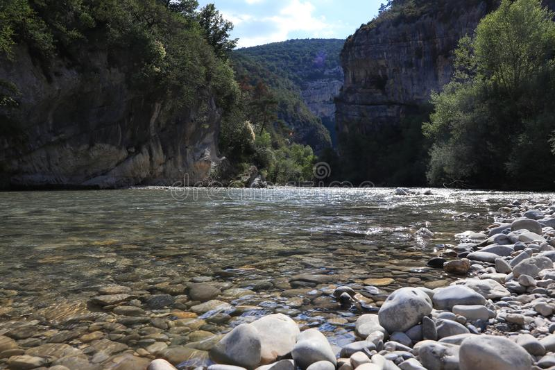 Nahaufnahme der klaren Verdon-Schlucht auf Französisch Provence, Verdon du Gorges stockbild