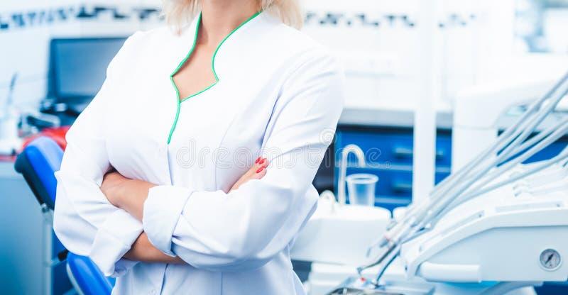 Nahaufnahme der Krankenschwester in stomathology Klinik stockfoto