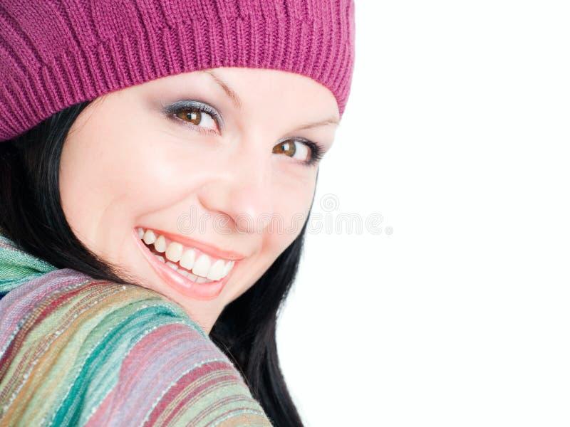 Nahaufnahme der lächelnden Frau in der Fallkleidung lizenzfreie stockbilder