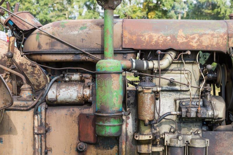 Nahaufnahme der Maschine eines alten Traktors stockfoto