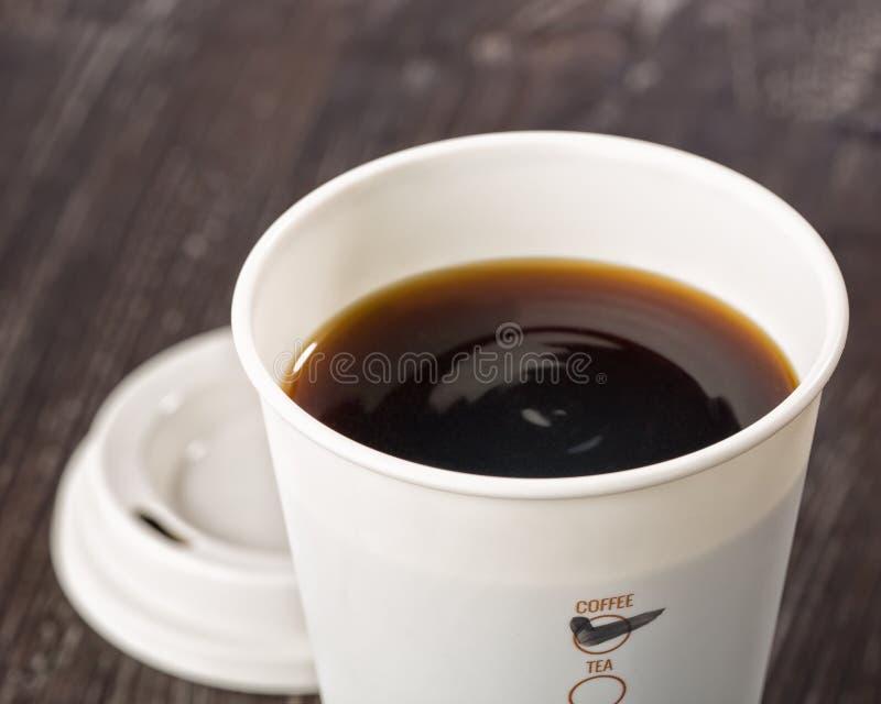 Nahaufnahme der Mitnehmerkaffeetasse stockfoto