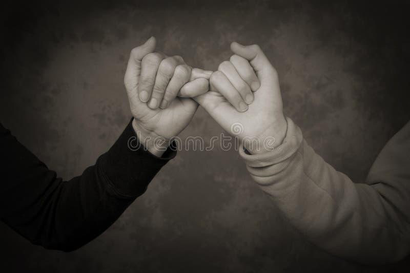 Nahaufnahme Der Mutter Und Der Tochter, Die Kleine Finger