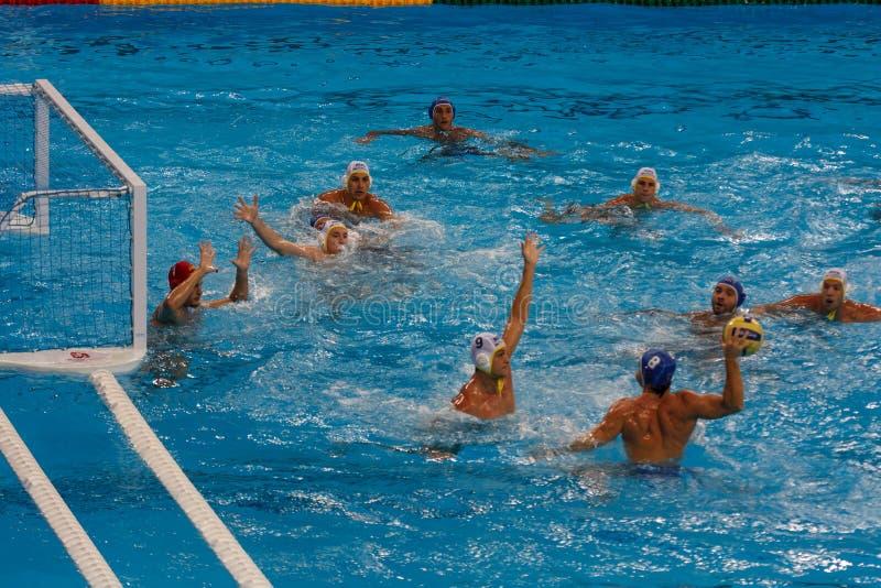 Nahaufnahme der olympischen Wasserpoloabgleichung stockfotografie