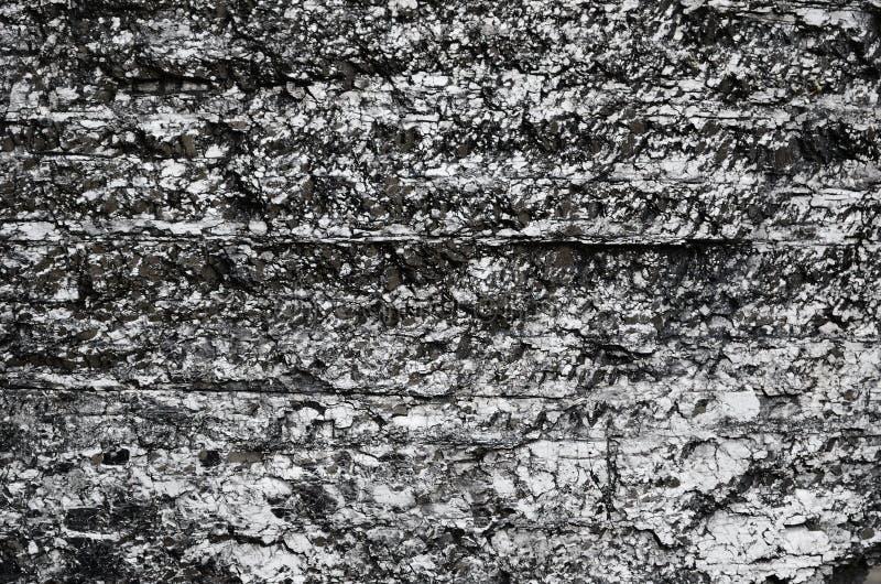 Nahaufnahme der schwarzen versteinerten Kohlenoberfläche stockbilder