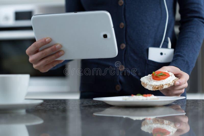Nahaufnahme der Tablette stockbild