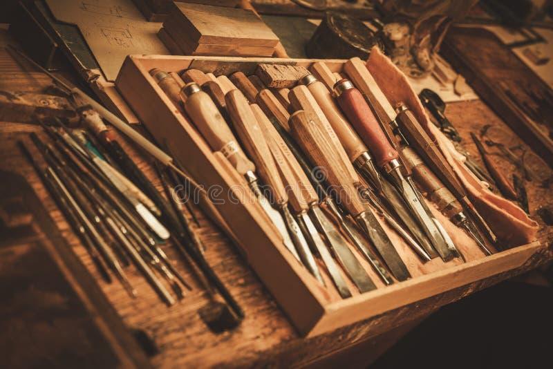 Nahaufnahme der Tischlerwerkzeuge in der Stärkungsmittelwerkstatt stockfoto