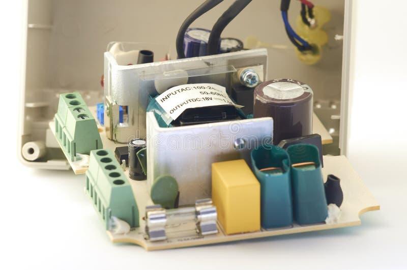 Nahaufnahme der Videowechselsprechanlagenstromversorgung, Komponenten stockbild