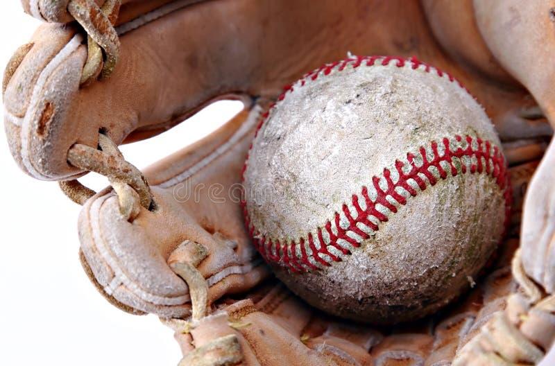 Nahaufnahme des Baseballs im Handschuh lizenzfreie stockbilder