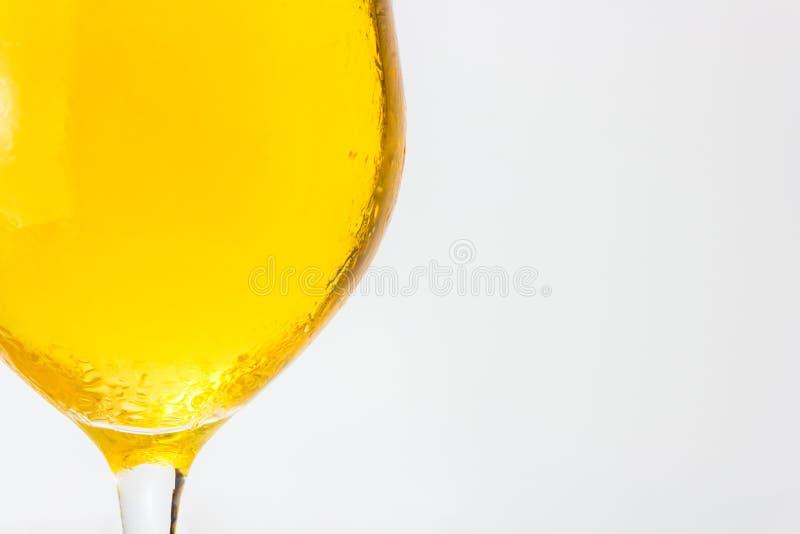 Nahaufnahme des Bieres in einem Glas stockfoto