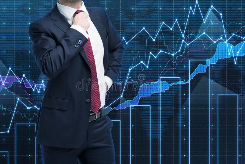 Nahaufnahme des erfolgreichen Vermögensverwalters im Gesellschaftsanzug Ein Konzept des Entscheidungsprozesses in der Finanzierun stockfoto