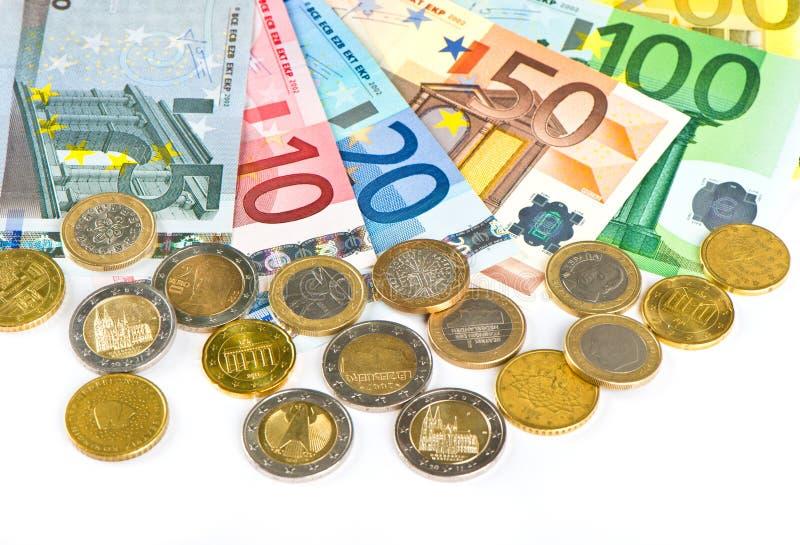 Nahaufnahme des Eurobargeldes. Münzen und Banknoten stockfoto
