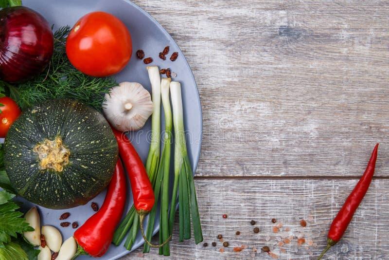 Nahaufnahme des frisch ausgewählten Gemüses Das Konzept eines Restaurants, Gemüse stockfoto