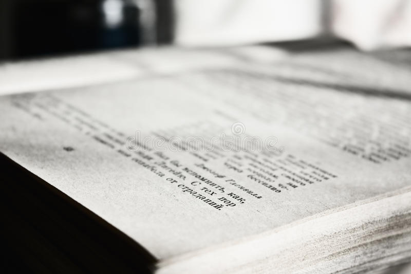 Nahaufnahme des geöffneten Buches lizenzfreie stockfotografie