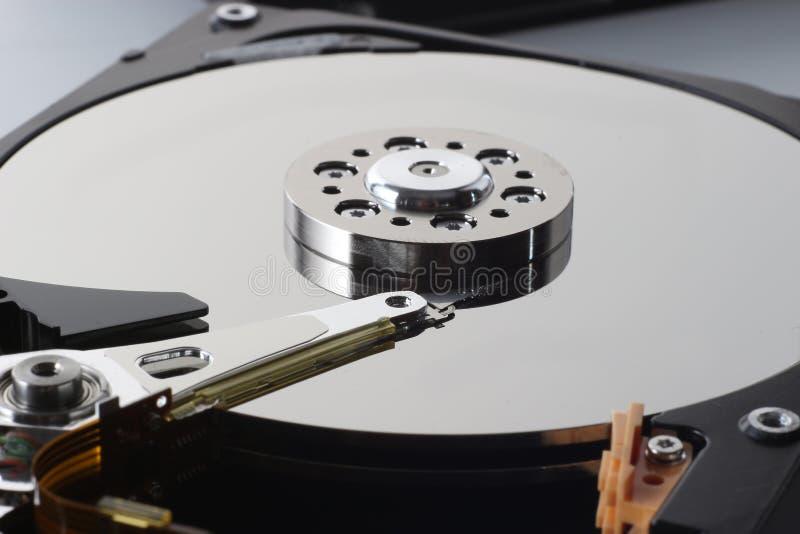 Nahaufnahme des Inneres der Festplattenlaufwerke, hdd abbauend lizenzfreie stockbilder