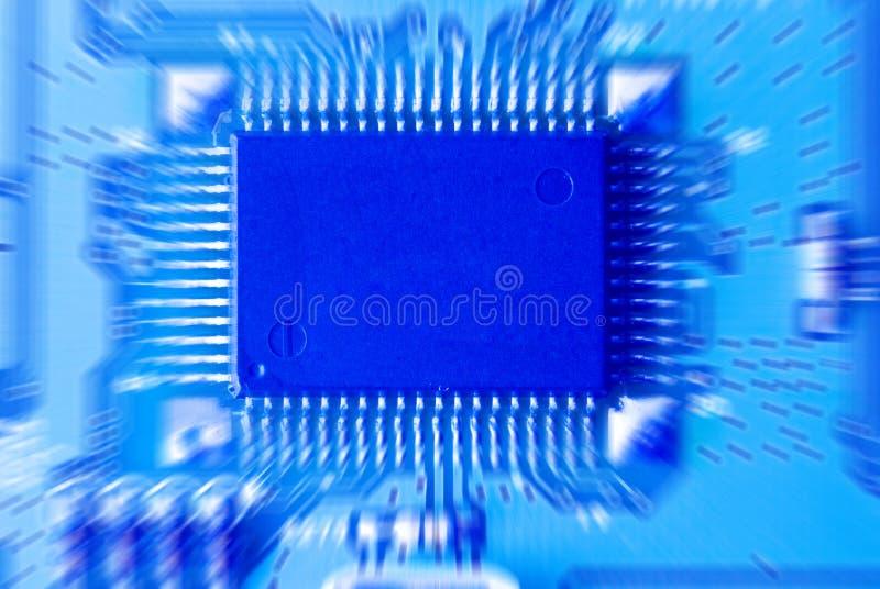 Nahaufnahme des Mikrokreisläufs, der Widerstände und des Chips von a stockfoto