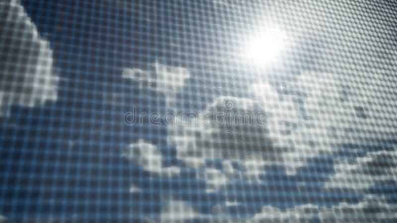 Nahaufnahme des Moskitodrahtschirmes mit Sonnenstrahl auf blauem Himmel und weißen Wolken im Hintergrund lizenzfreies stockfoto