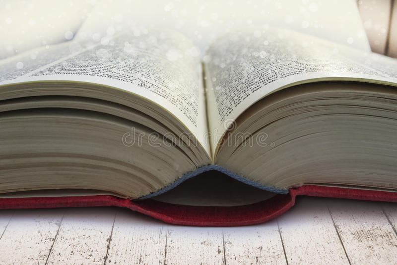 Nahaufnahme des offenen Buches lizenzfreies stockbild