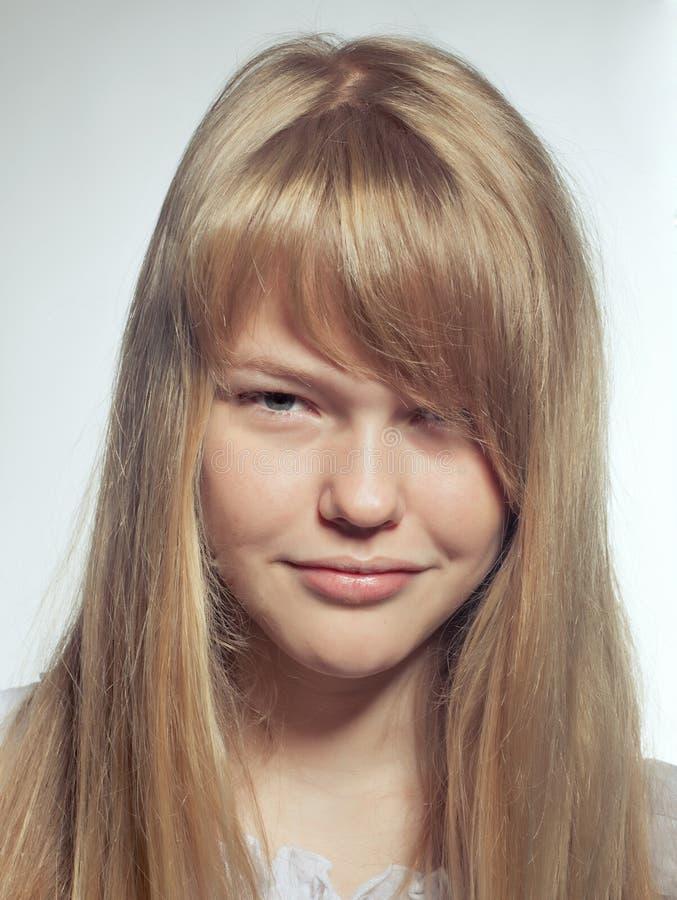 Nahaufnahme des recht jungen Mädchens lizenzfreie stockfotos