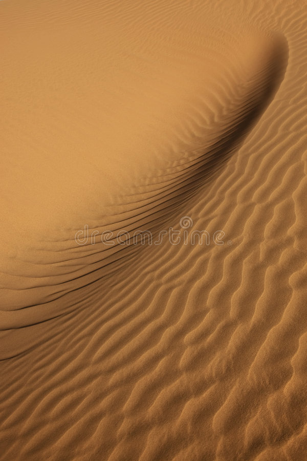 Nahaufnahme des Sandmusters in der Wüste lizenzfreie stockbilder