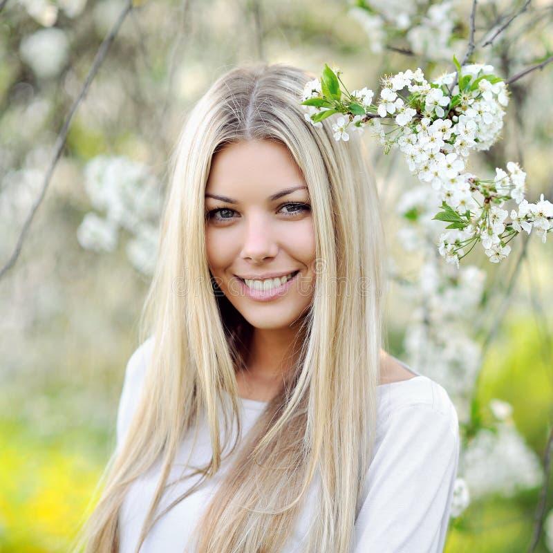 Nahaufnahme des schönen Frauengesichtes lizenzfreie stockfotografie