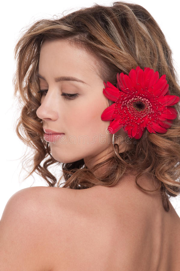 Nahaufnahme des schönen Mädchens mit roter Asterblume lizenzfreies stockbild