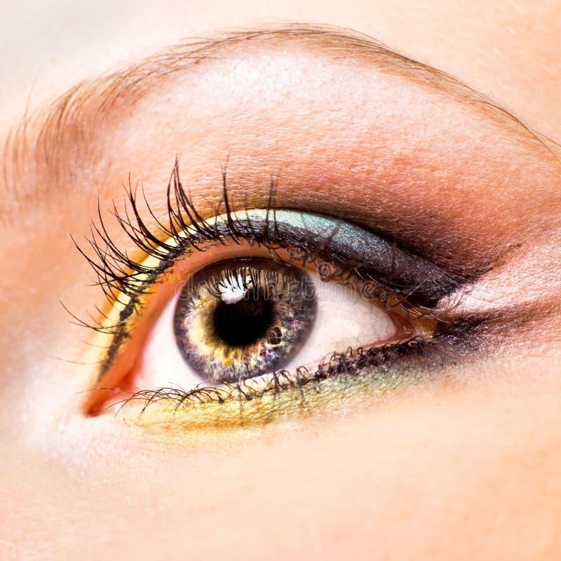 Nahaufnahme des schönen womanish Auges lizenzfreies stockbild