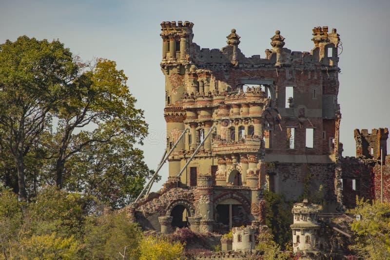 Nahaufnahme des Schlosses in den Ruinen lizenzfreies stockbild
