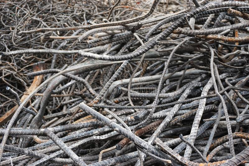Nahaufnahme des verwirrten Schrott horizontalen Hintergrundes des Stahlrebarzusammenfassungs-Baus stockfotos
