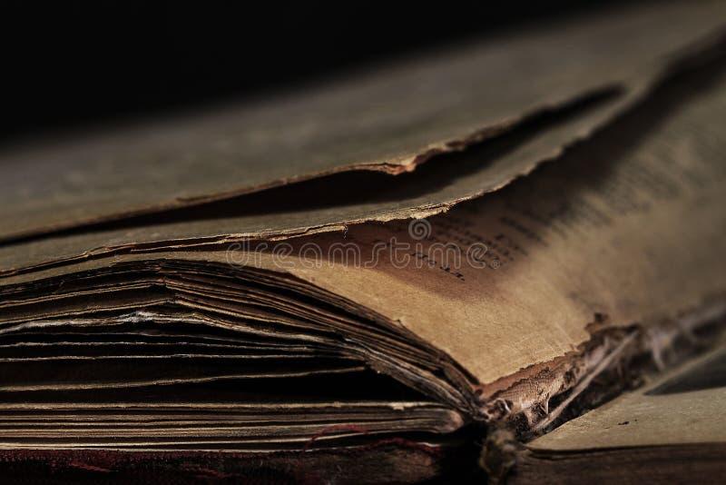 Nahaufnahme eines alten Buches Fragment einer Seite des alten Buches lizenzfreie stockbilder