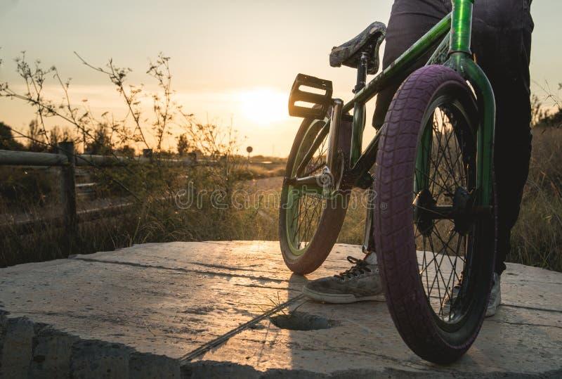 Nahaufnahme eines bmx Fahrrades stockfotos