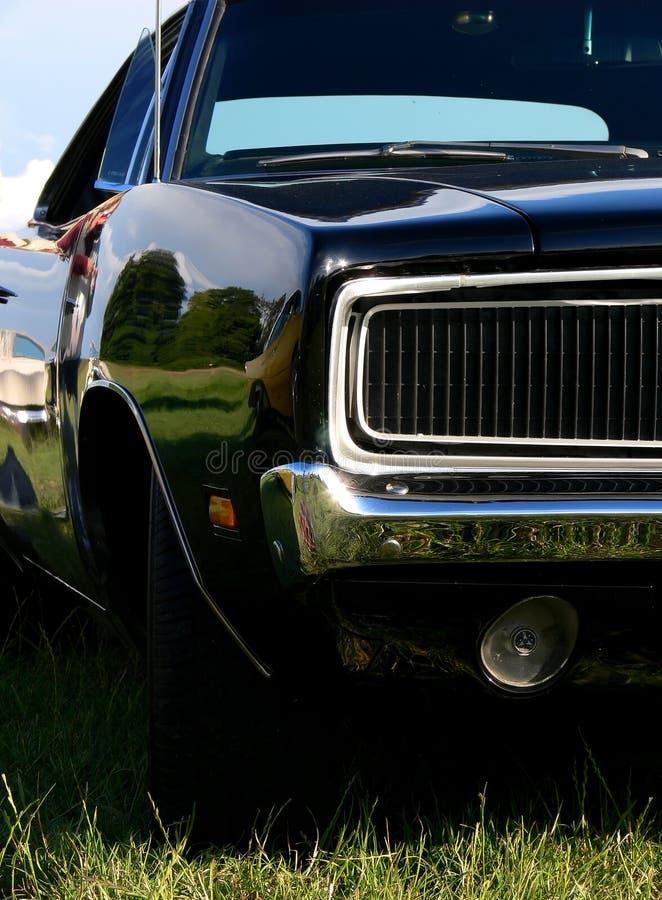 Nahaufnahme eines glänzenden schwarzen Autos lizenzfreies stockbild