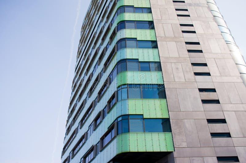 Nahaufnahme eines modernen Bürogebäudes lizenzfreies stockbild