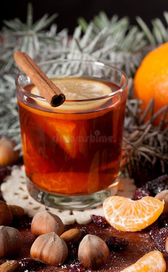 Nahaufnahme eines Tees mit Mandarine stockbild