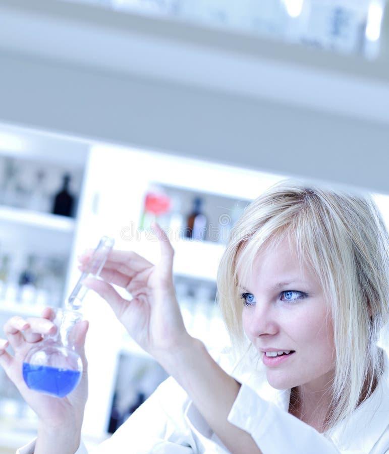 Nahaufnahme eines weiblichen Forschers stockfotos