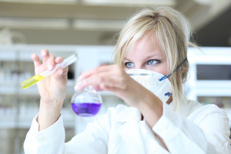 Nahaufnahme eines weiblichen Forschers lizenzfreie stockbilder