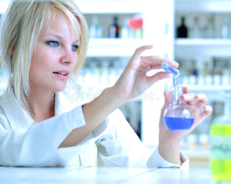 Nahaufnahme eines weiblichen Forschers lizenzfreie stockfotos