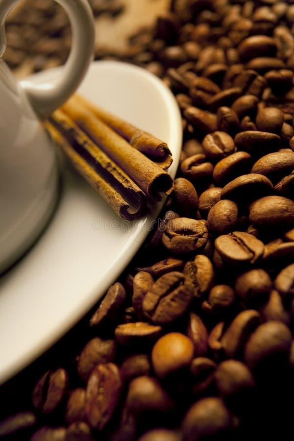 Nahaufnahme eines wundervollen Cup heißen Kaffees stockbild