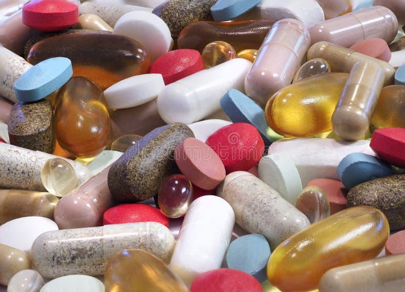 Nahaufnahme-Fokus Staplungsbild einer Vielzahl der Pillen, Kapseln und lizenzfreie stockfotos