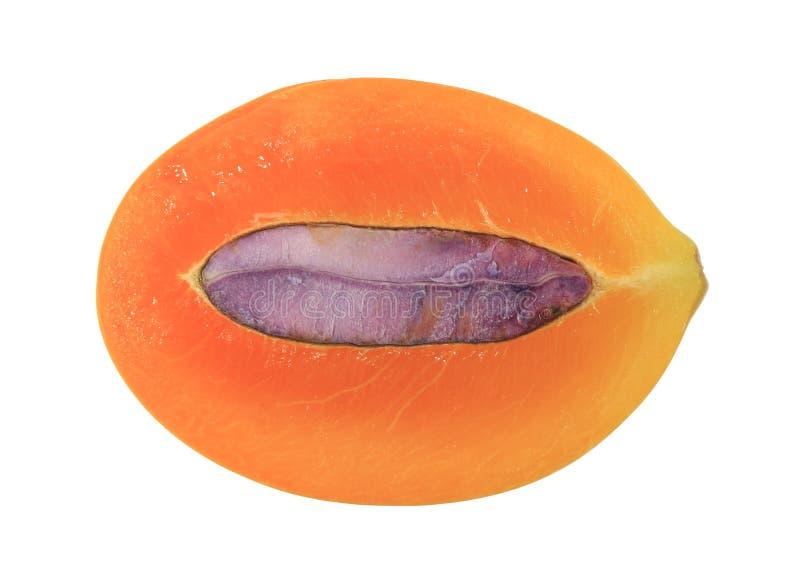Nahaufnahme frischer reifer Marian Plum-Frucht schnitt zur Hälfte mit Samen stockbild