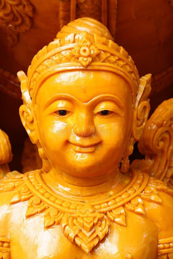 Nahaufnahme-gelbliche Kerzenstatue von Kinderengel, einer der Skulptur auf Parade Thailand-` s des traditionellen Festivals jährl stockbild