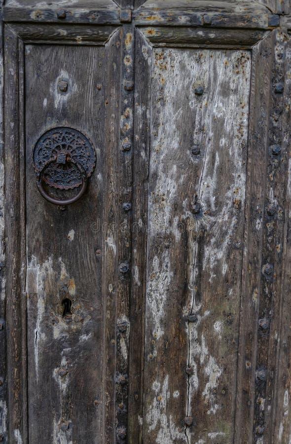 Nahaufnahme geschossen vom Teil einer alten Holztür lizenzfreie stockfotografie