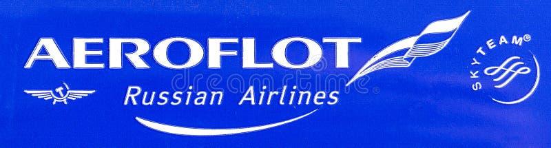 Nahaufnahme geschossen von der Fahne mit SkyTeam-Logo lizenzfreies stockbild