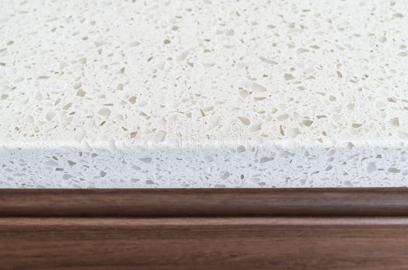 Nahaufnahme geschossen von weißem Granit Countertop lizenzfreie stockbilder