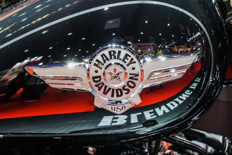 Nahaufnahme - Logo HARLEY-DAVIDSON, schwarzes Motorrad an Internationaler Automobilausstellung 2019 lizenzfreie stockbilder